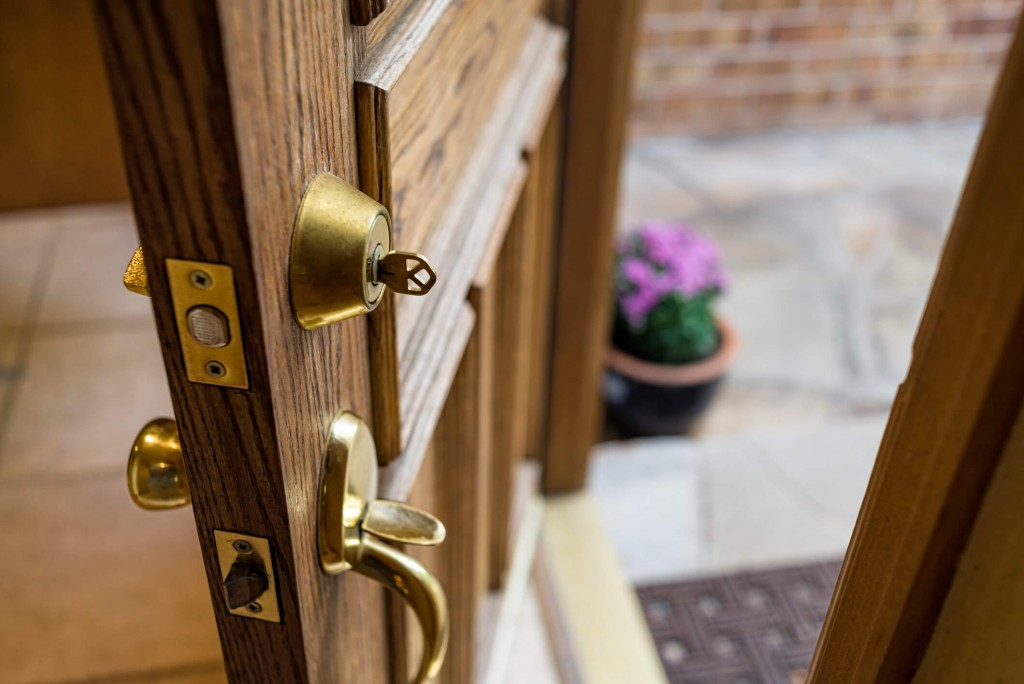 Front door with key - Adventure_Photo